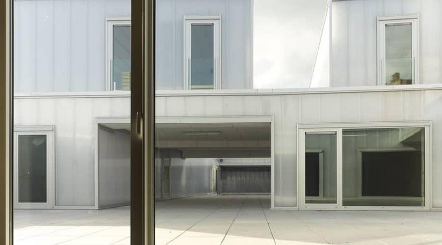 Mechelen Appartementencomplex BUSO gevelbekleding panelen met ramen woonhuizen