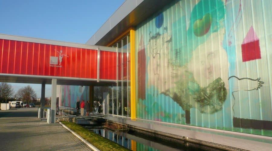 Venlo Leolux passarelles gekleurde panelen belettering